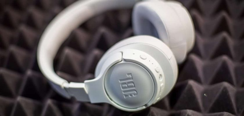 Best JBL Headphones - headphonage.com
